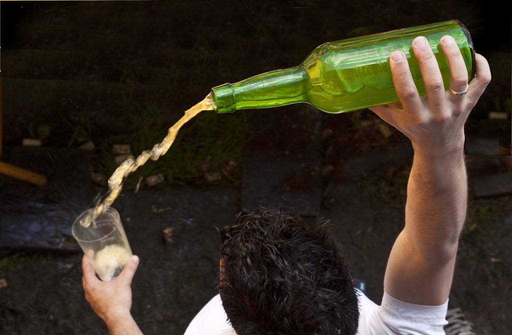 pouring-apple-cider-in-spain