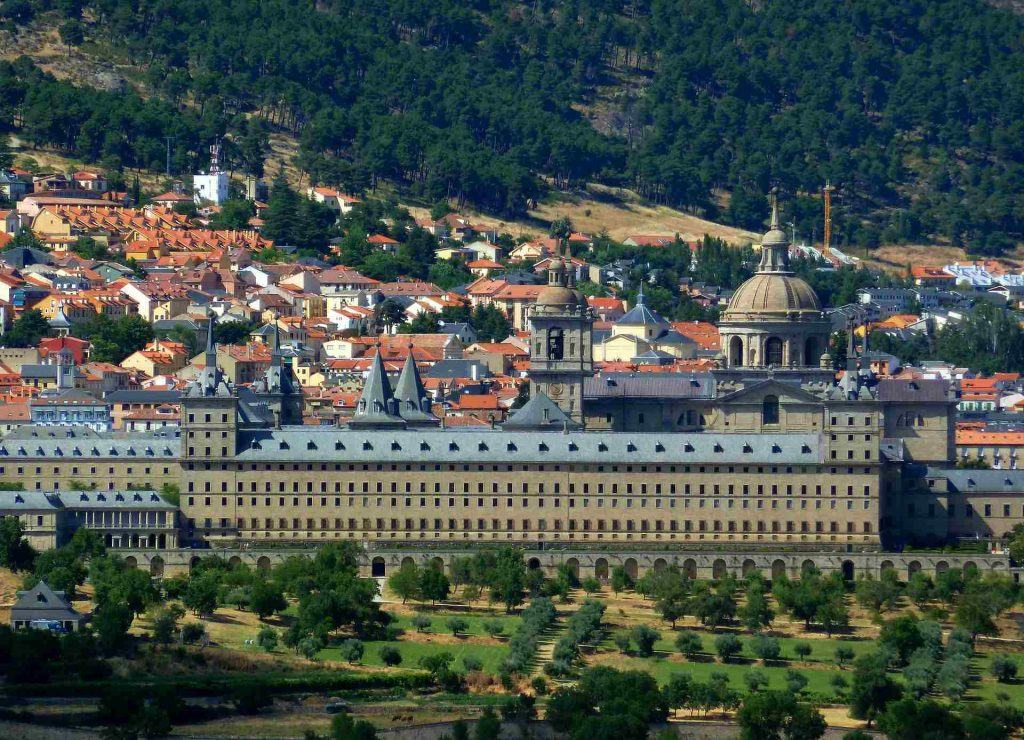 el-escorial-palace-outside