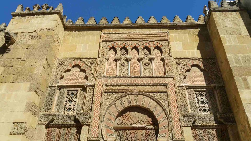 the-great-mosque-of-cordoba-decorated-walls