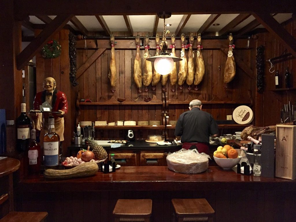 spanish-dining-experience-in-english