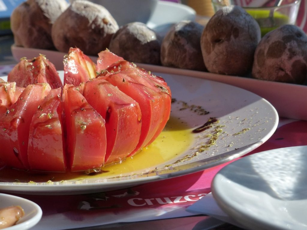 tomatoes-and-olive-oil-in-spain