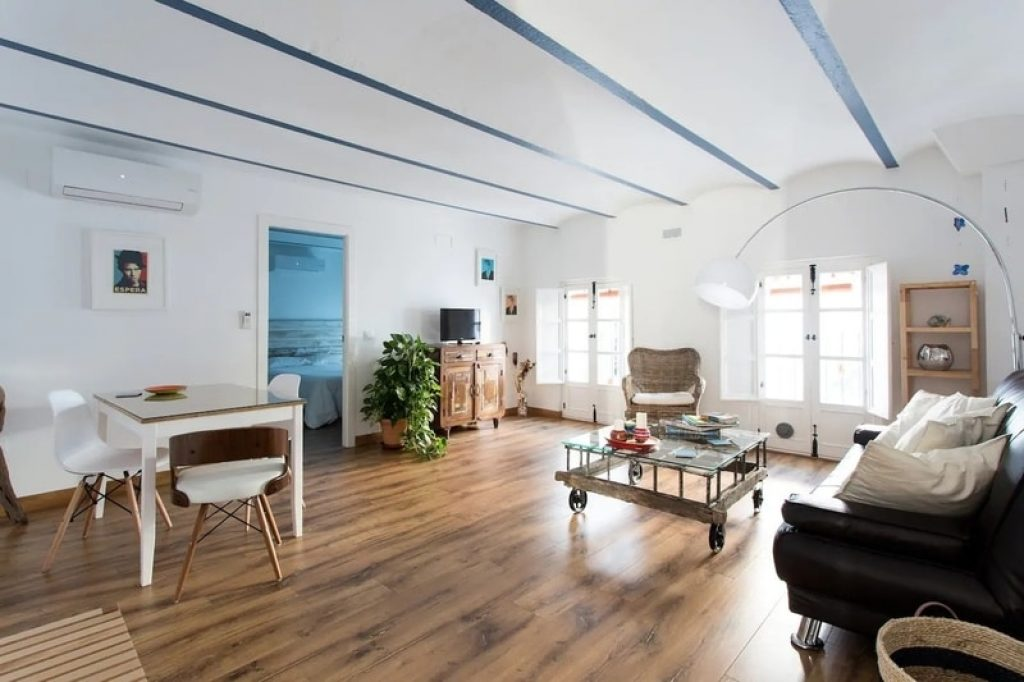 spacious-lounge-airbnb-seville-spain