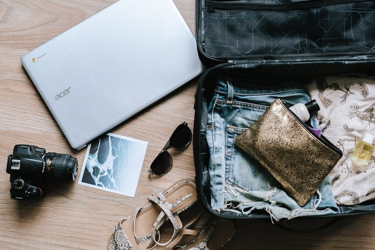 open-luggage-bag-for-packing